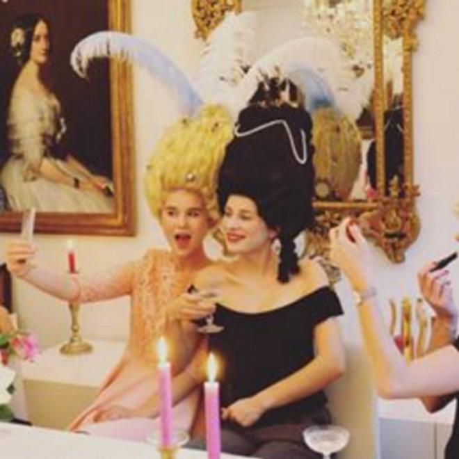 Les Plaisirs de Marie-Antoinette Zzz511
