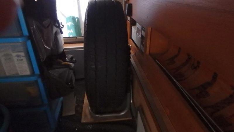 [INFOS Techniques] Comment fixer roue de secours en soute ? P3050010