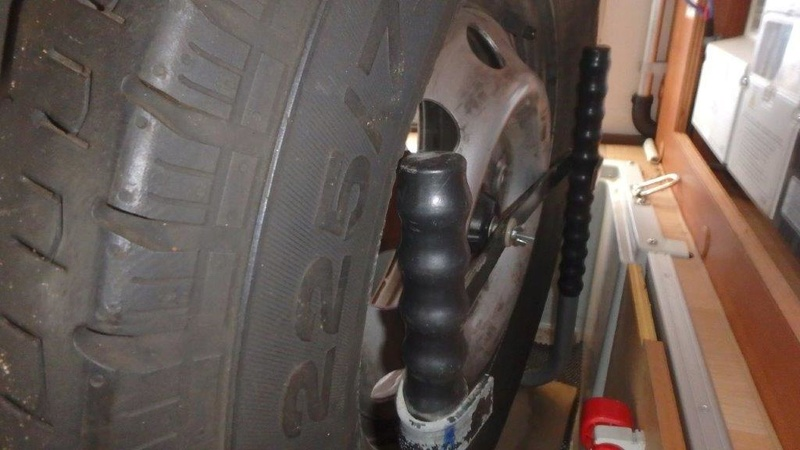 [INFOS Techniques] Comment fixer roue de secours en soute ? P3050014