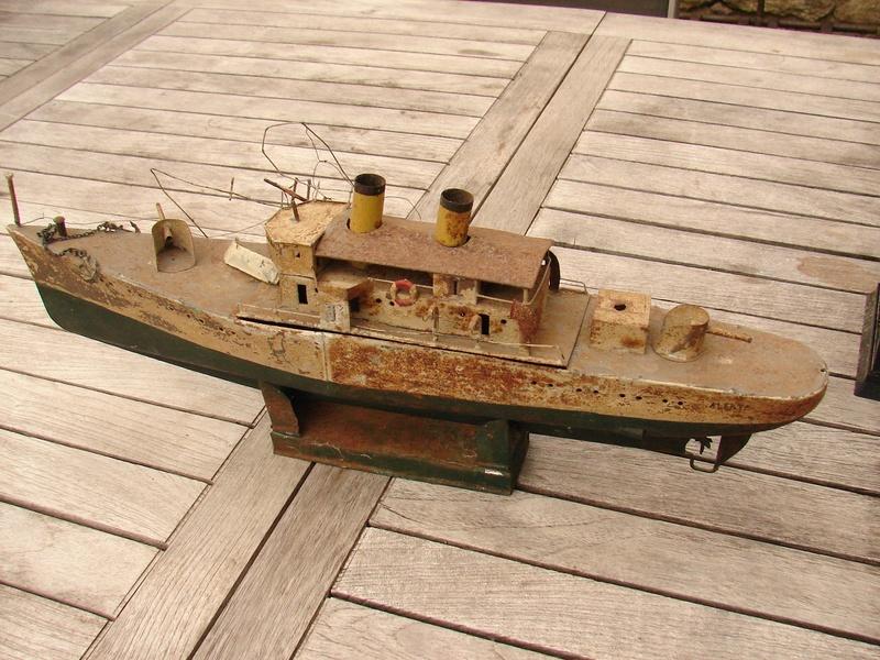 restauration maquettes-jouets Dumont d'Urville et L'Alerte Dsc01222