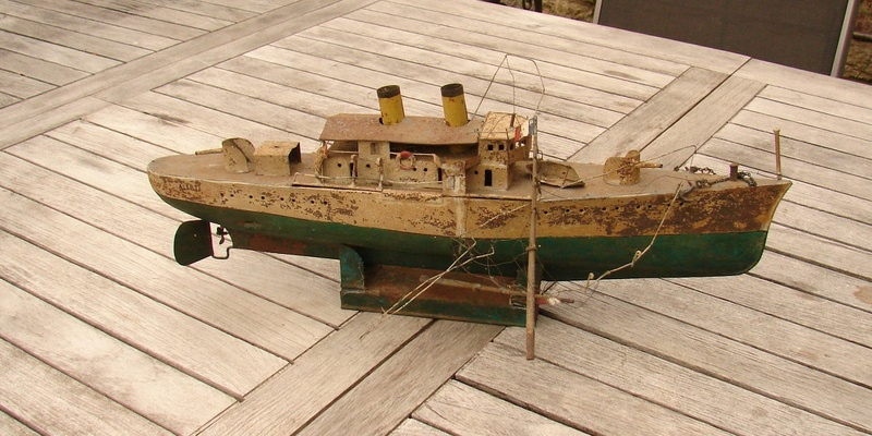 restauration maquettes-jouets Dumont d'Urville et L'Alerte Dsc01223