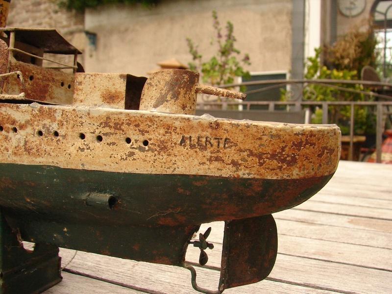 restauration maquettes-jouets Dumont d'Urville et L'Alerte Dsc01225
