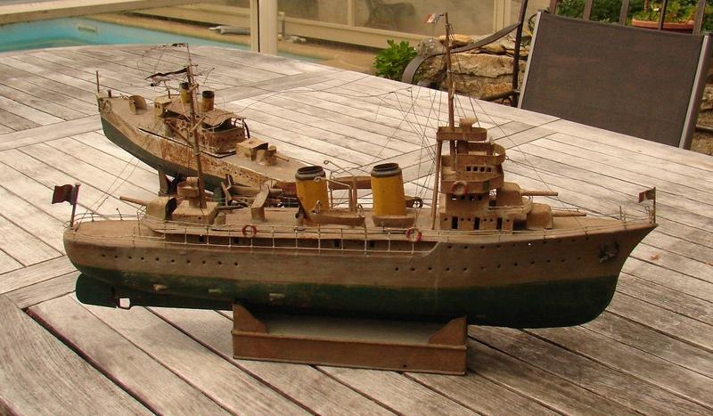 restauration maquettes-jouets Dumont d'Urville et L'Alerte Dsc01226