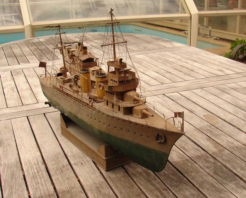 restauration maquettes-jouets Dumont d'Urville et L'Alerte Dsc01227
