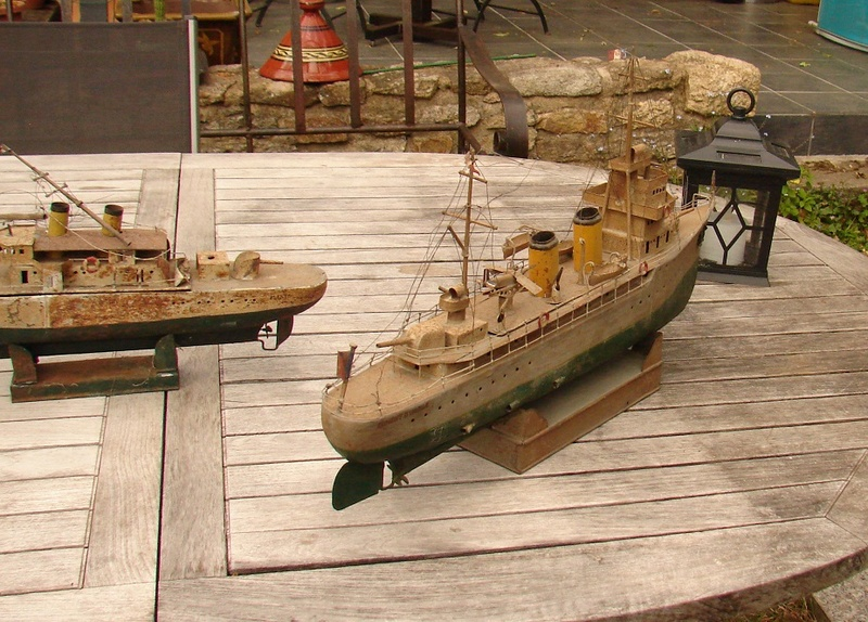 restauration maquettes-jouets Dumont d'Urville et L'Alerte Dsc01228