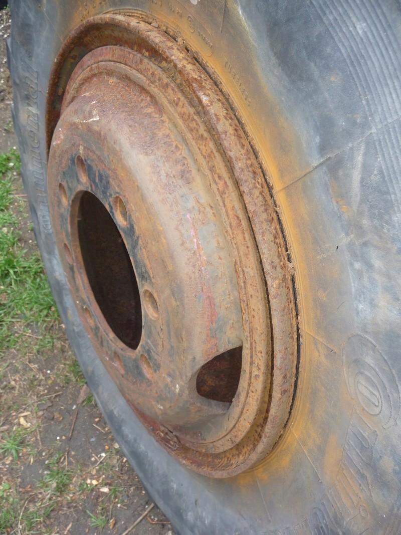 Démontage d'un pneu sur jante à cerclage (ou jante à cercle) P1090919