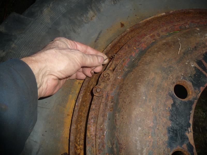 Démontage d'un pneu sur jante à cerclage (ou jante à cercle) P1090923