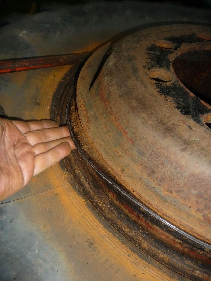 Démontage d'un pneu sur jante à cerclage (ou jante à cercle) P1100012