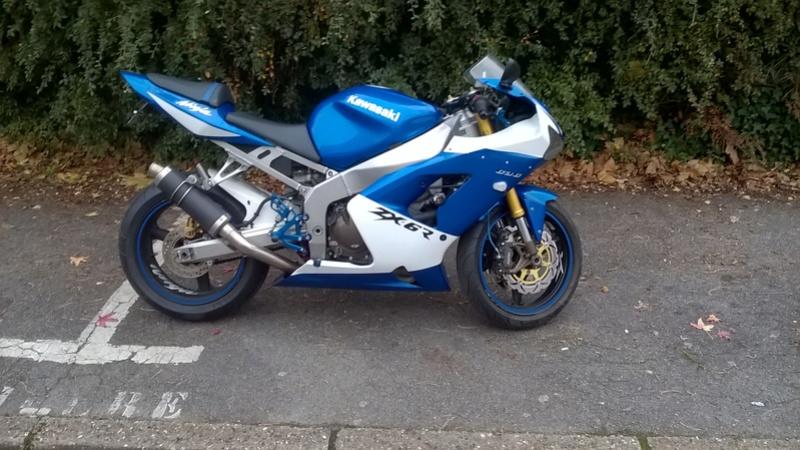 Mon nouveau zx6r après son petit coup de neuf Moto_210