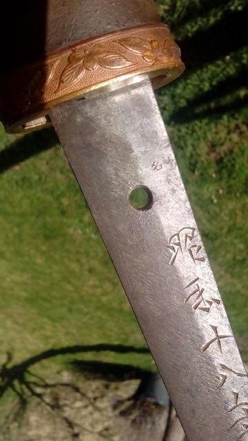 shin gunto 95-98 vrai ?? kanjis sous la garde/tenon Img_2054