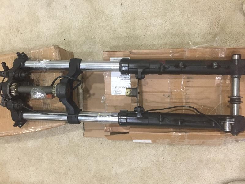FS: 93 K100RS front end, front fender, and 87 K100LT handlebars Img_3814