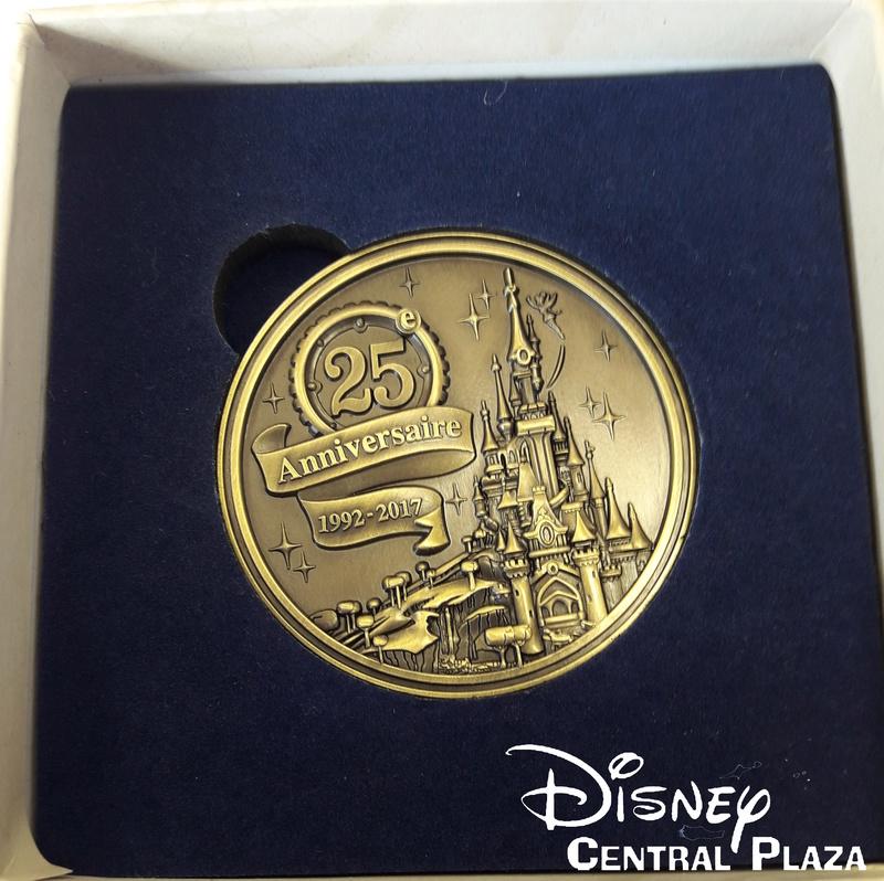 Présentation du Merchandising des 25 ans de Disneyland Paris 20170231