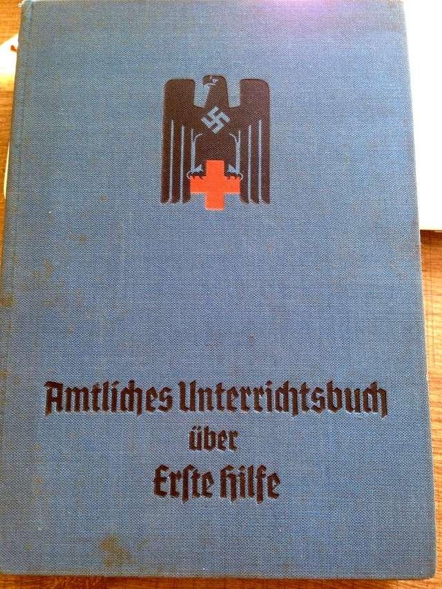 Deutsche Rote Kreuz (DRK), la tenue de l'aide soignante allemande Img_0422
