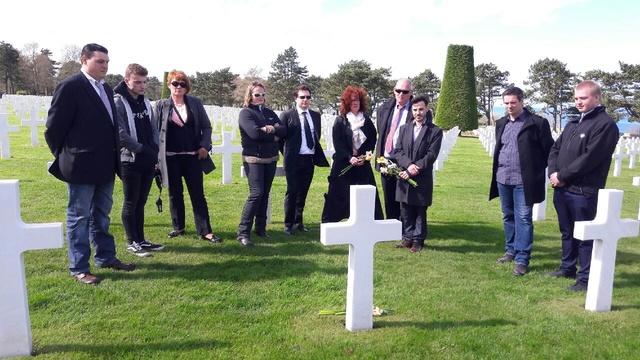 cimetière américain  colleville sur mer fleurissement des tombes  Img_0423