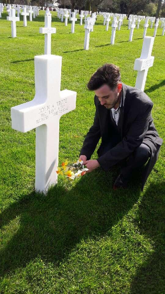 cimetière américain  colleville sur mer fleurissement des tombes  Img_0424