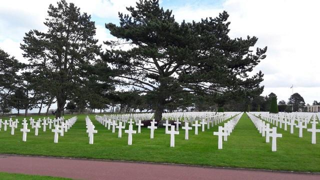 cimetière américain  colleville sur mer fleurissement des tombes  Img_0425