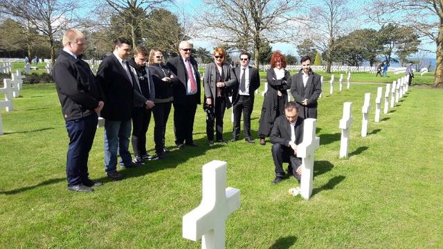 cimetière américain  colleville sur mer fleurissement des tombes  Img_0426