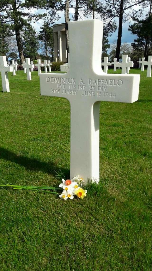 cimetière américain  colleville sur mer fleurissement des tombes  Img_0427