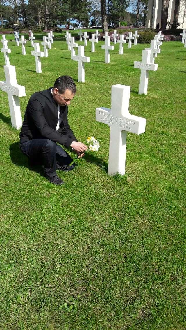 cimetière américain  colleville sur mer fleurissement des tombes  Img_0428