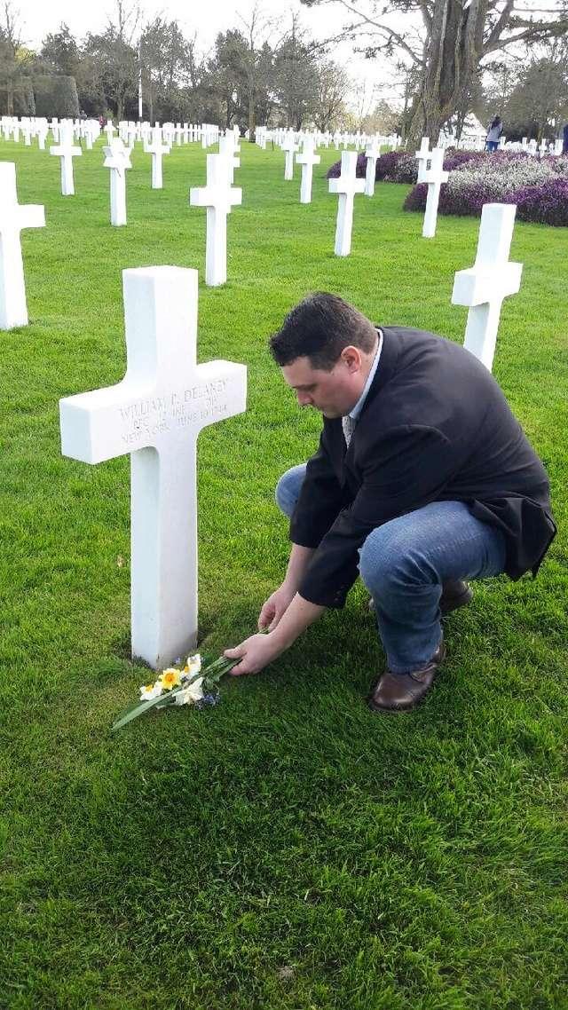 cimetière américain  colleville sur mer fleurissement des tombes  Img_0429
