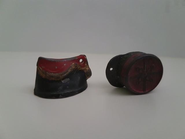 Képi Miniatures et lampe torche en bakélite. 20170623