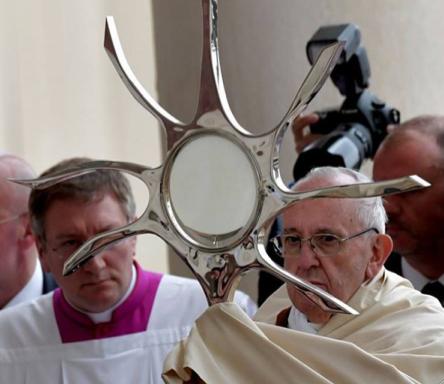 """Le Pape François """"récuse"""" en quelque sorte les apparitions mariales ! Img_6012"""