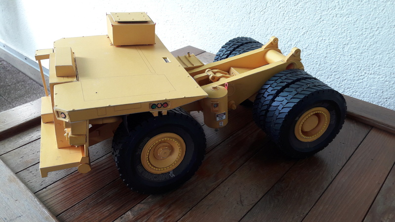 Fertig - Tagebau-Truck Kamatsu 830 E-AC gebaut von Holzkopf - Seite 3 20170591