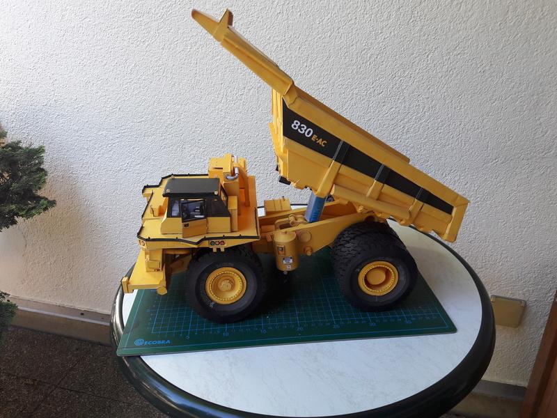 Fertig - Tagebau-Truck Kamatsu 830 E-AC gebaut von Holzkopf - Seite 4 20170663