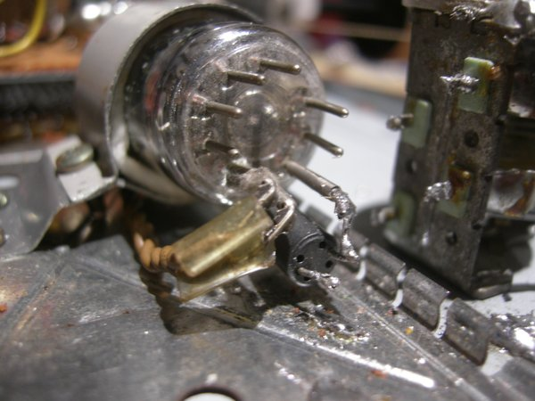 Réalisation d'un Grid Dip Oscillator (GDO) à tube. La suite : Partie HF Vk_10010