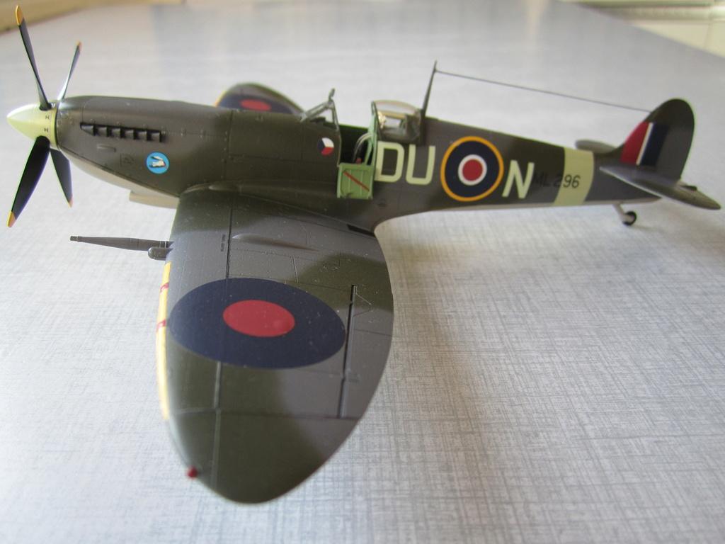 Supermarine Spitfire MK IX C 1/48 Eduard - Page 2 Img_2434
