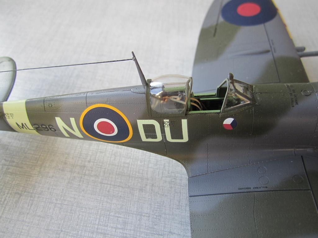 Supermarine Spitfire MK IX C 1/48 Eduard - Page 2 Img_2437