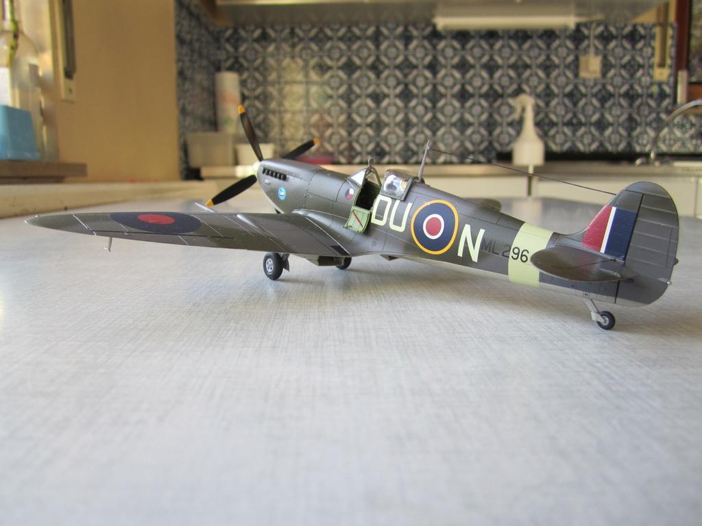 Supermarine Spitfire MK IX C 1/48 Eduard - Page 2 Img_2442
