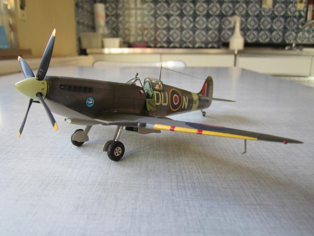 Supermarine Spitfire MK IX C 1/48 Eduard - Page 2 Img_2443