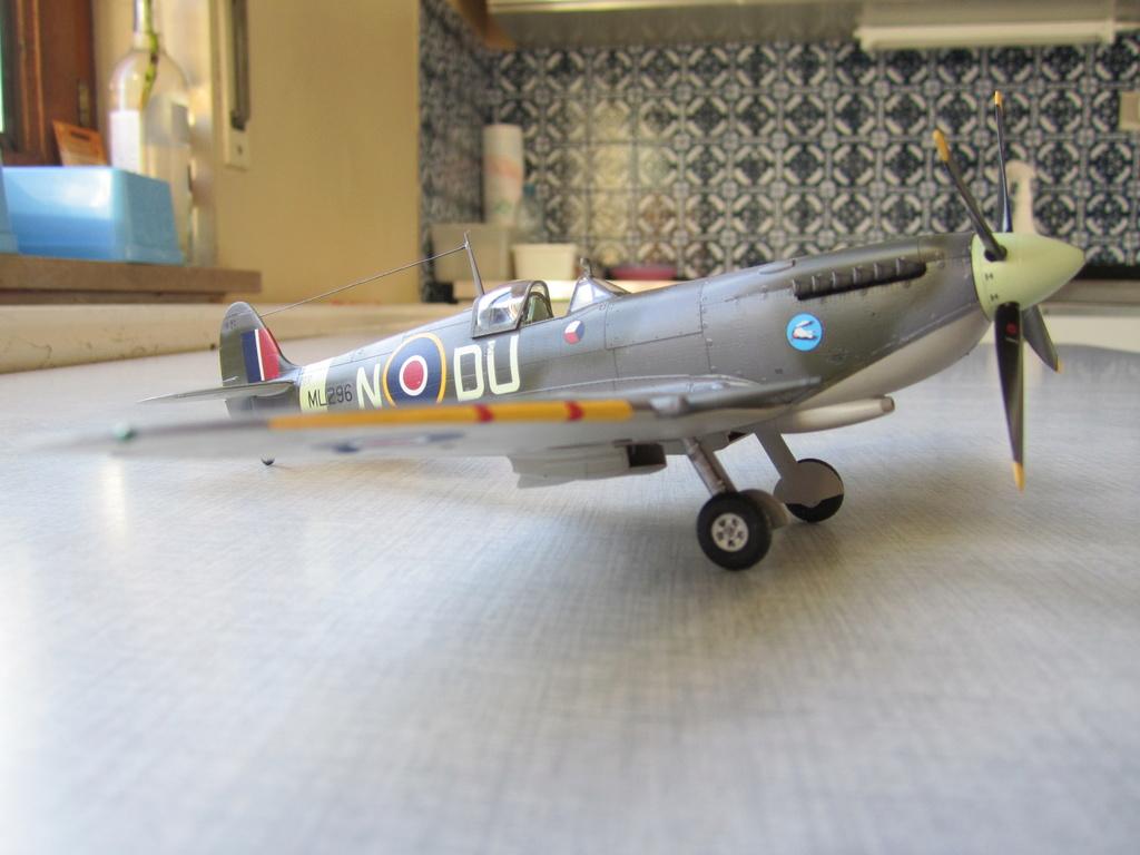 Supermarine Spitfire MK IX C 1/48 Eduard - Page 2 Img_2444