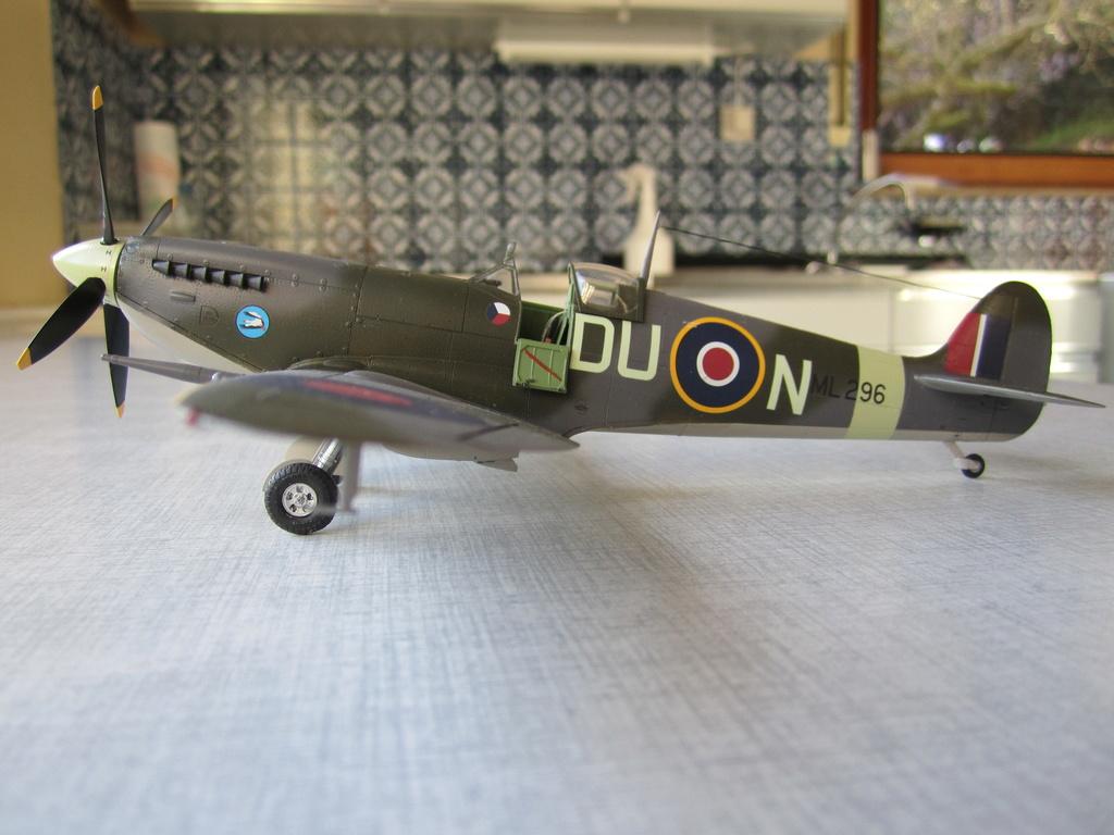 Supermarine Spitfire MK IX C 1/48 Eduard - Page 2 Img_2445