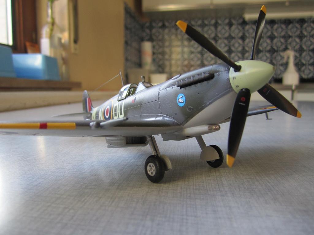 Supermarine Spitfire MK IX C 1/48 Eduard - Page 2 Img_2446