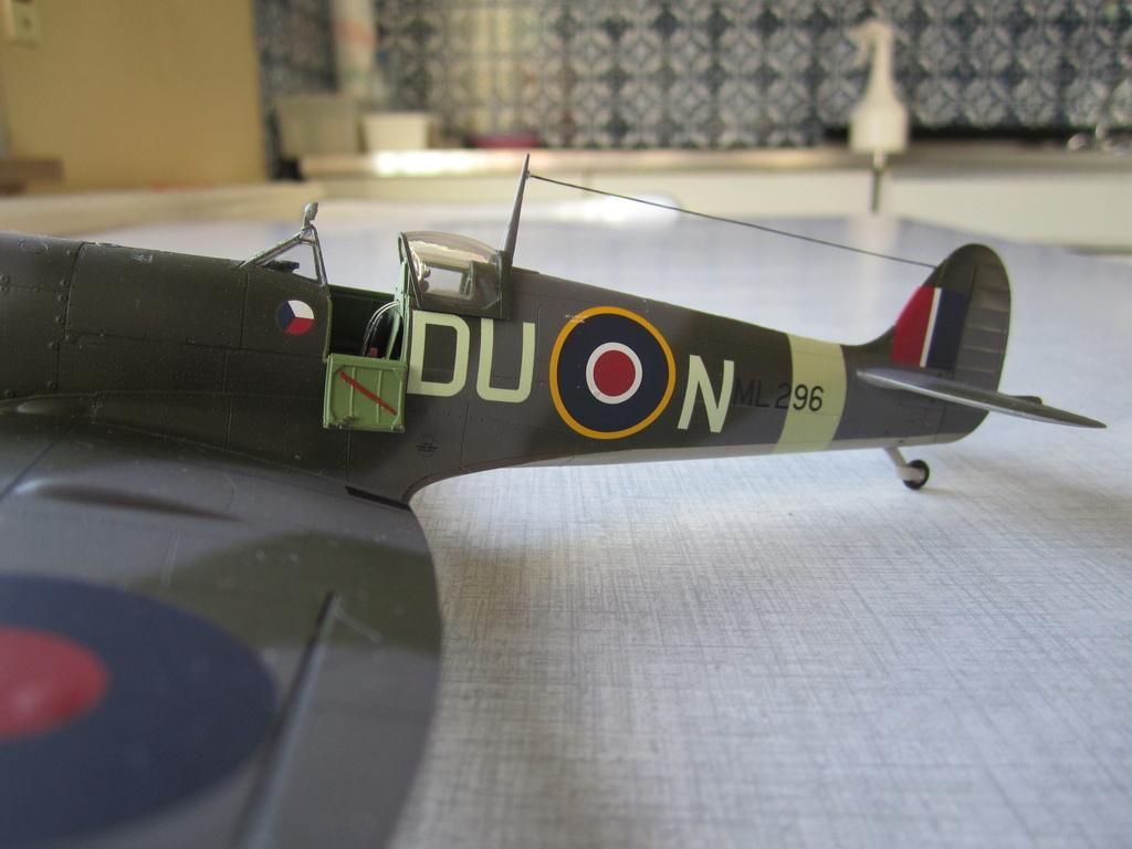 Supermarine Spitfire MK IX C 1/48 Eduard - Page 2 Img_2449