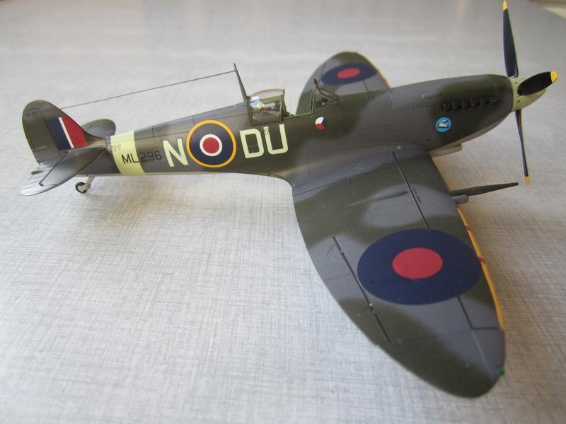Supermarine Spitfire MK IX C 1/48 Eduard Img_2456