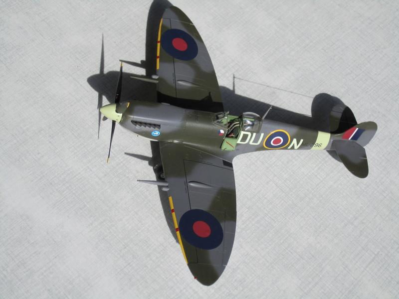 Supermarine Spitfire MK IX C 1/48 Eduard Img_2458