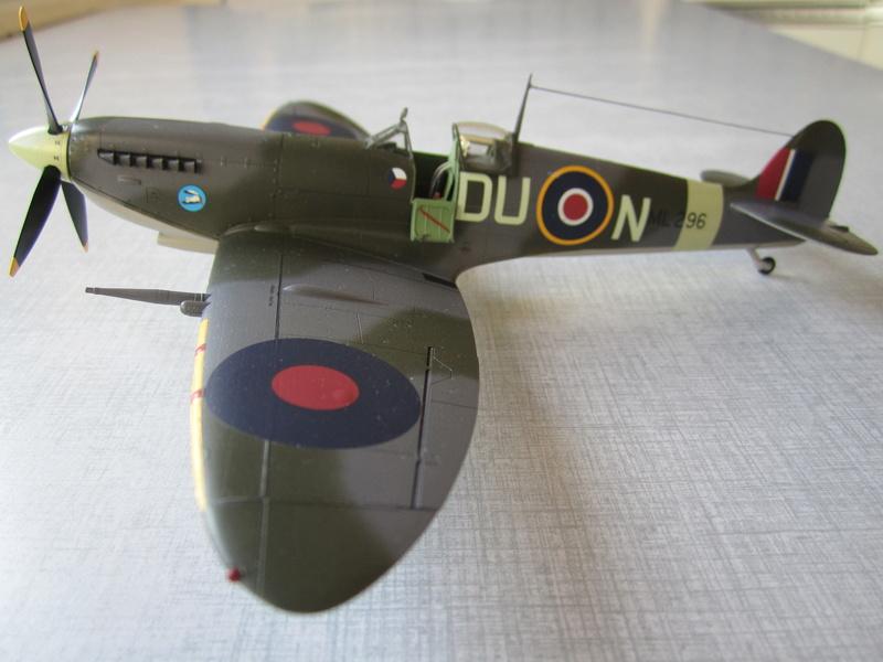 Supermarine Spitfire MK IX C 1/48 Eduard Img_2459