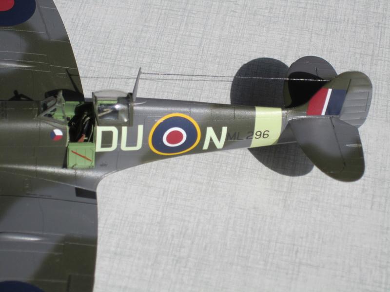 Supermarine Spitfire MK IX C 1/48 Eduard Img_2461