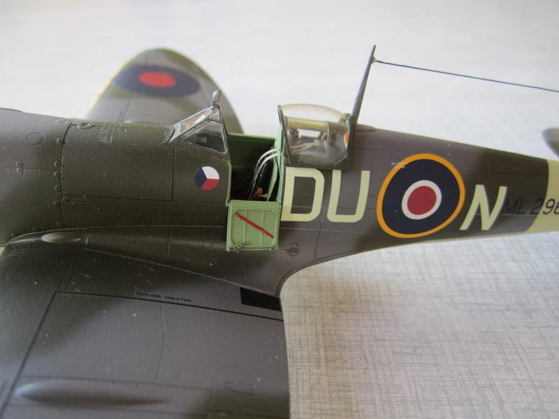 Supermarine Spitfire MK IX C 1/48 Eduard Img_2472