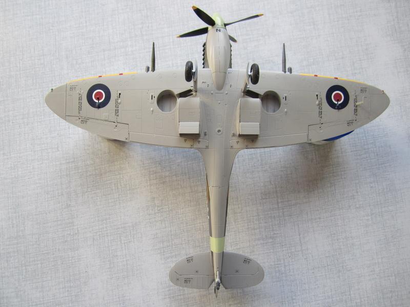 Supermarine Spitfire MK IX C 1/48 Eduard Img_2476