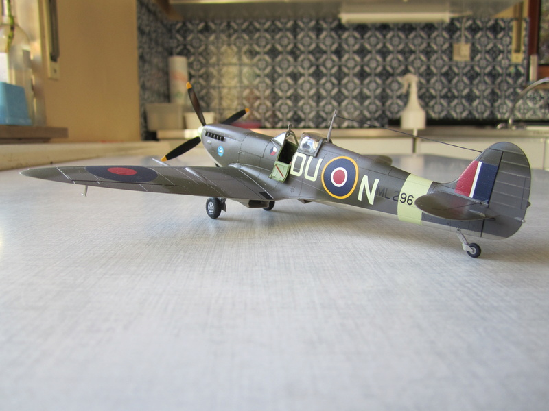 Supermarine Spitfire MK IX C 1/48 Eduard Img_2479