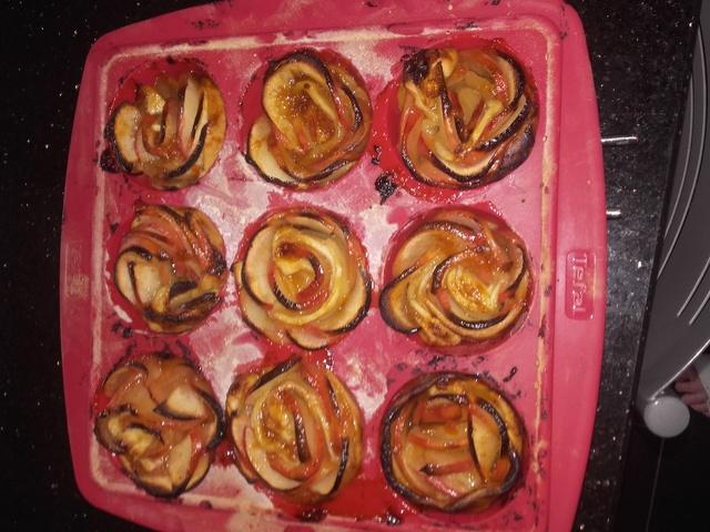Roses de pommes sur pâte sablée - Page 2 Img-2010