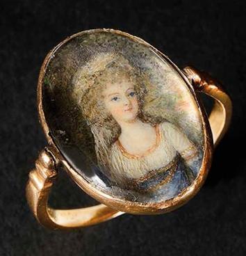 Une bague de Mme de Polignac ornée du portrait de la reine Captur10