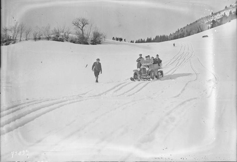 Concours de voitures à neige au Col du Sappey le 9 Février 1922 924