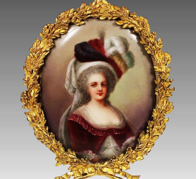 Marie-Antoinette en robe rouge sans ses enfants - Page 2 Zzz210