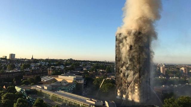 Londres : au moins six morts dans le gigantesque incendie d'une tour d'habitation Xvm2ca10