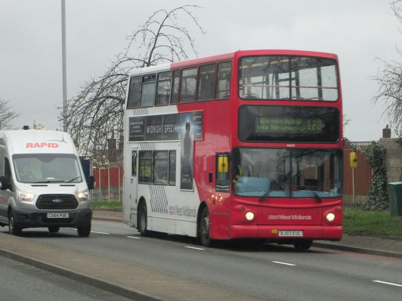 Les cars et bus anglais Img_4113